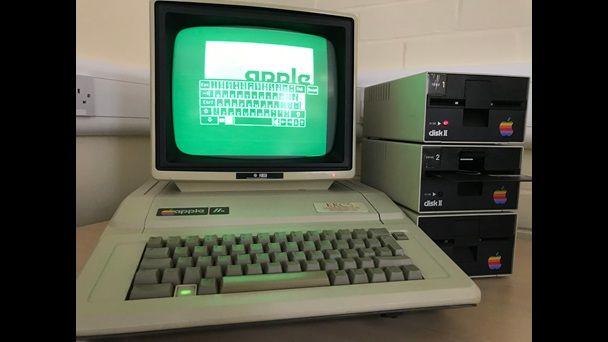 339AppleIIeComputer.jpg