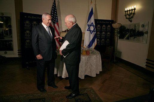 Dick_Cheney_talks_with_Benjamin_Netanyahu.jpg
