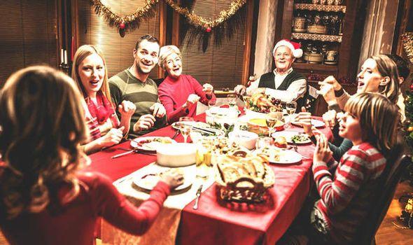 Family-Christmas-season-relatives-628321.jpg