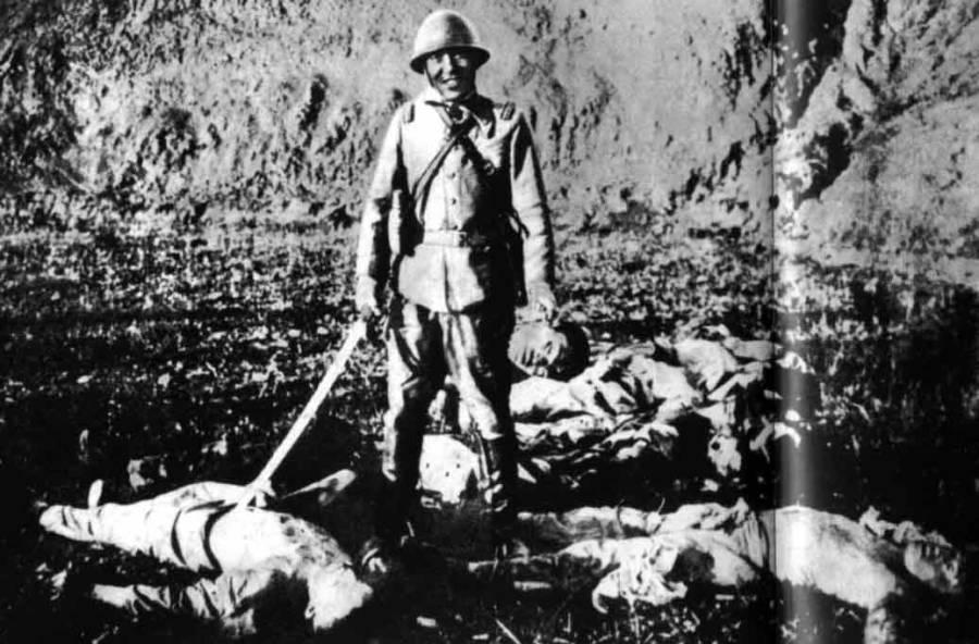 japanese-soldier-holding-head.jpg