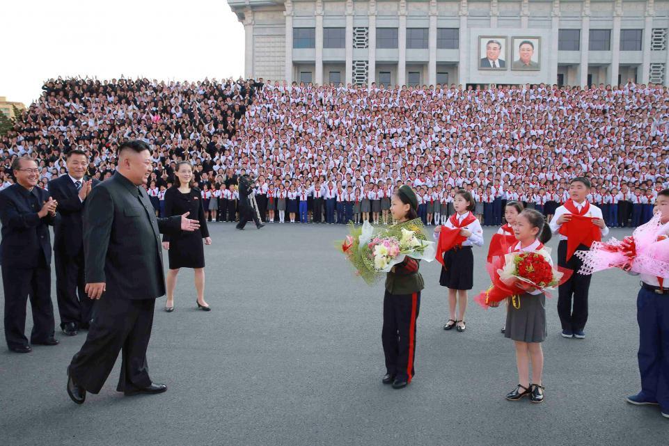 kim-jong-un-and-flowers.jpg