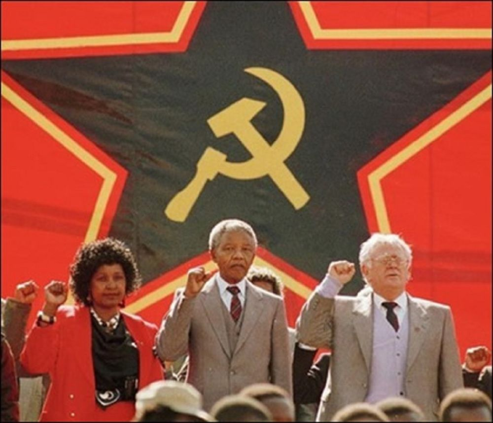 mandela_slovo_winnie_red-graeme-williams-south-photos-africa-media-online.jpg