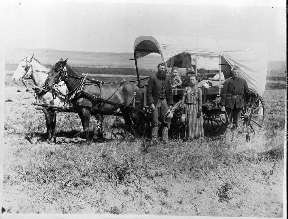 Photograph+of+a+Family+with+Their+Covered+Wagon+During+the+Great+Western+Migration_NARA.jpg