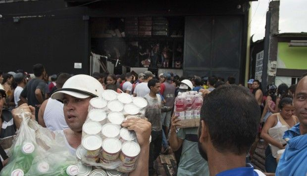 venezuelafoodlooting.jpg